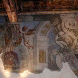 Particolare di affresco parietale seicentesco – Casa Negri della Torre.