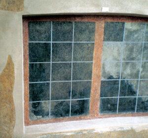 Cortile interno maggiore – particolare dell'affresco a trompe l'oeil.