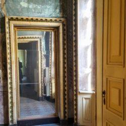 Edificio storico a Pavia - vista dell'alcova con affreschi parietali.
