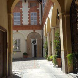 Palazzo storico in via Menocchio a Pavia - vista dell'androne d'ingresso.